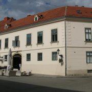 hvid bygning